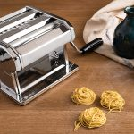 machine pâte fait des spaghettis